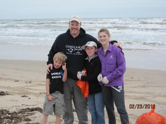 Johnny Rayburg, CCA SA President & kids at Billy Sandifer beach cleanup